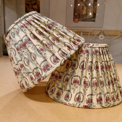 Loose pleated lampshades with self-trim